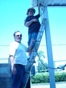 Joe Weaver of Ashtech lends a hand to Sean Scully of Stakemill while installing the first Ashtech Proflex 500 CORS